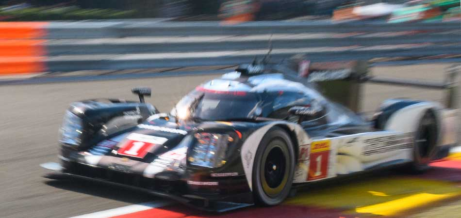 Porsche 919 Hybrid with ZF Motorsport clutch on the racetrack.
