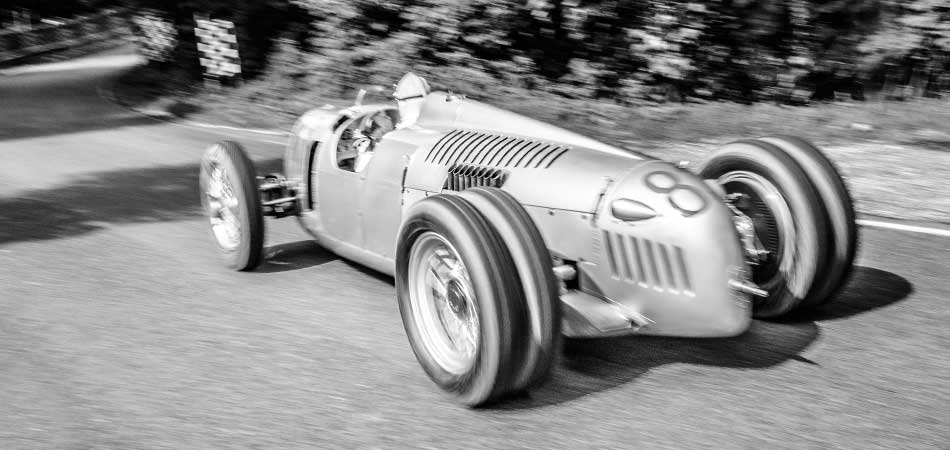Auto Union race car with SACHS clutch on the racetrack.